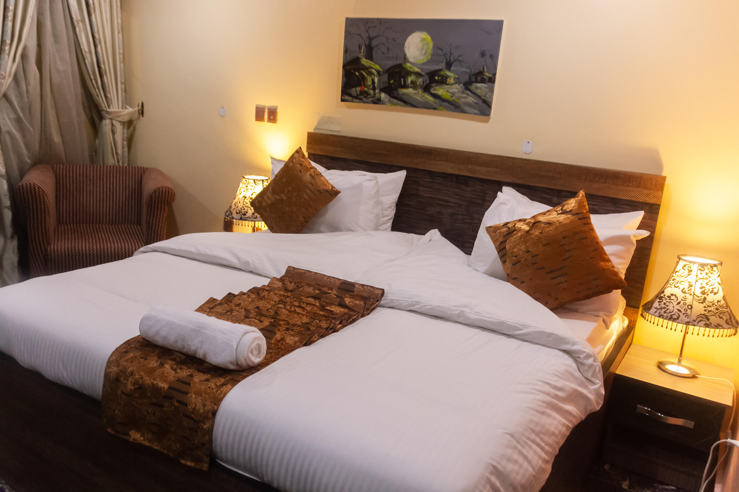 Best Hotels In Lagos, Nigeria- Noxiae Hotel Review: First Visit and Review Of House 9 Royale Hotel